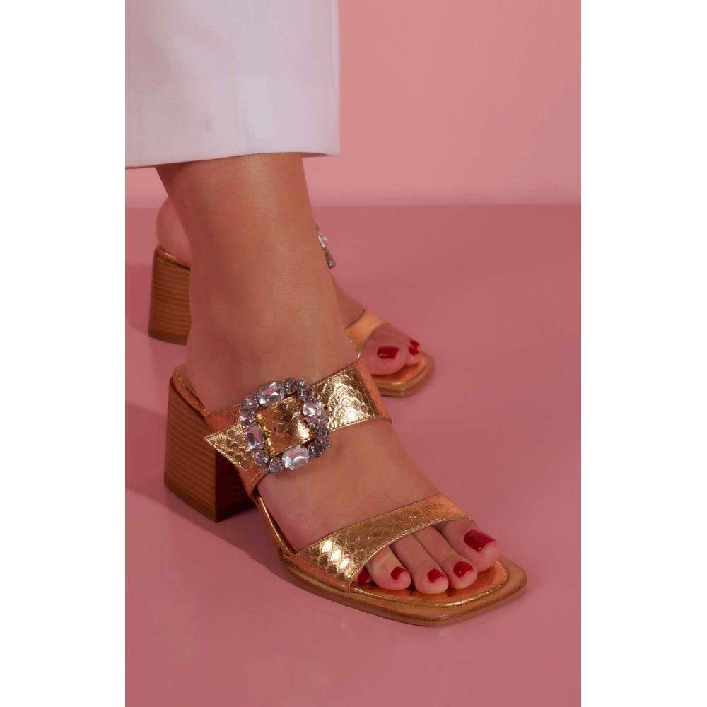 sandalia-salto-bloco-metalizada-ouro-luiza-barcelos-1