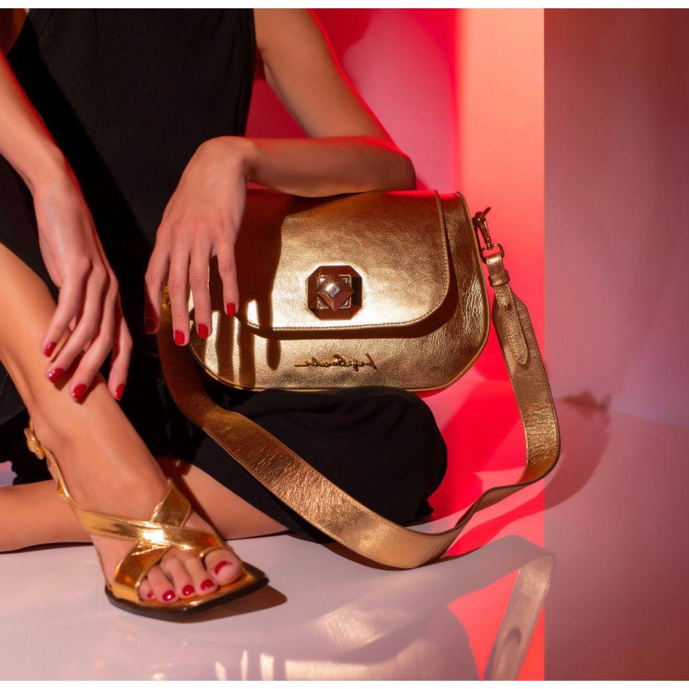 bolsa-tiracolo-metalizada-ouro-media-luiza-barcelos-1